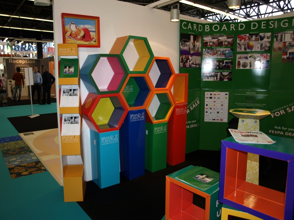 New octagonal display system